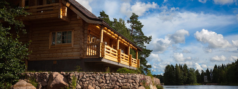 Log Cabin cottage overlooking lake and forest